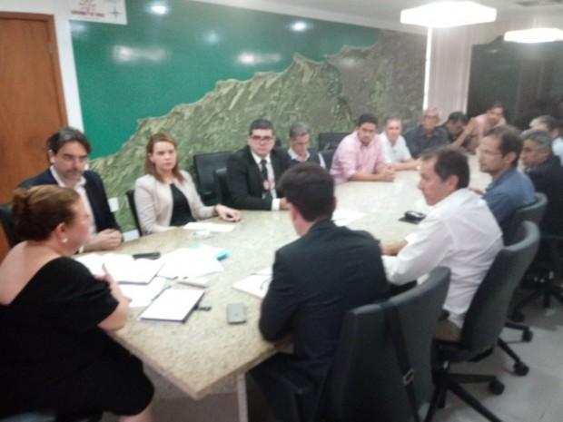 Reunião alargou mais ainda fosso entre governo e servidores em relação à questão salarial (Foto: cedida)
