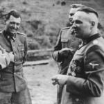 Sob o pseudônimo de Fritz Ullmann, Mengele (segundo da esquerda para a direita) trabalhou na agricultura. Na guerra ficou conhecido pela crueldade (Foto Museu do Holocausto - EUA)