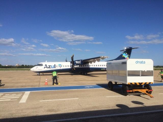 Avião da Azul Linhas Aéreas (Foto: Hugo Andrade/InterTV Costa Branca/Arquivo))