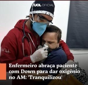 Enfermeiro abraça criança com Síndrome de Down para lhe dar oxigênio no Amazonas, UOL