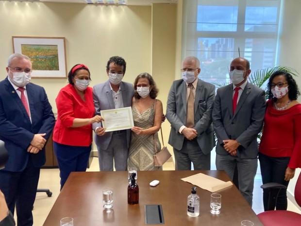 Diplomação ocorreu no gabinete do desembargador-presidente Gilson Barbosa (Foto: TRE/RN)