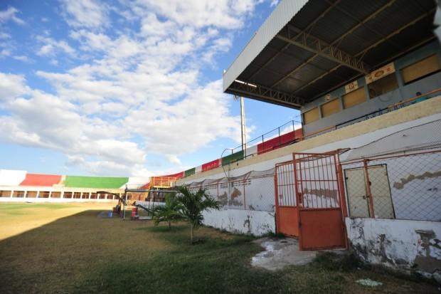 Estádio Nogueirão está interditado há vários meses, o que inviabiliza jogos do Estadual 2021 (Foto: Allan Phablo)