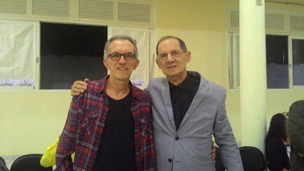 O autor e Nelson Patriota, amizade construída da faculdade à literatura (Foto: redes sociais)