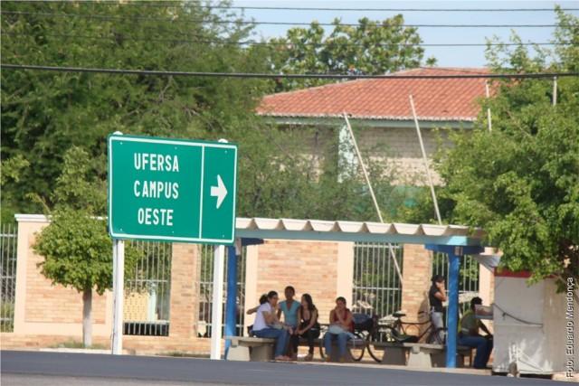 Ufersa fica em posição estratégica no gargalo da Avenida Francisco Mota (Foto: Eduardo Mendonça)