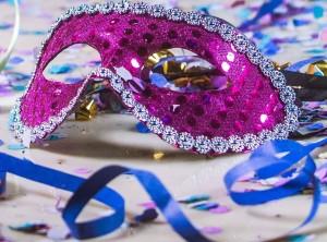 Máscara de Carnaval no chão