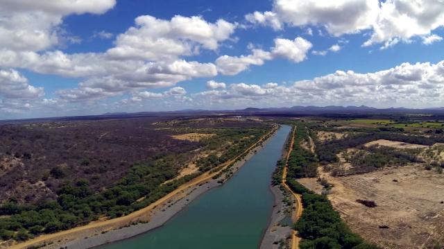 Trecho da transposição do rio São Francisco em Cabrobó, município de Pernambuco (Foto: Web)