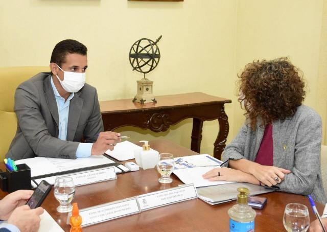 Allyson Bezerra tratou de pautas administrativas com Isolda, num período de tensão e ataques (Foto: PMM)
