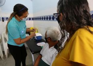 Atendimento a idosos continua (Foto: Allan Phablo)