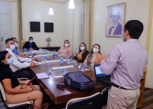 Atual governo recebeu pela primeira vez o pessoal da Saúde no dia 24 de março (Foto: arquivo)