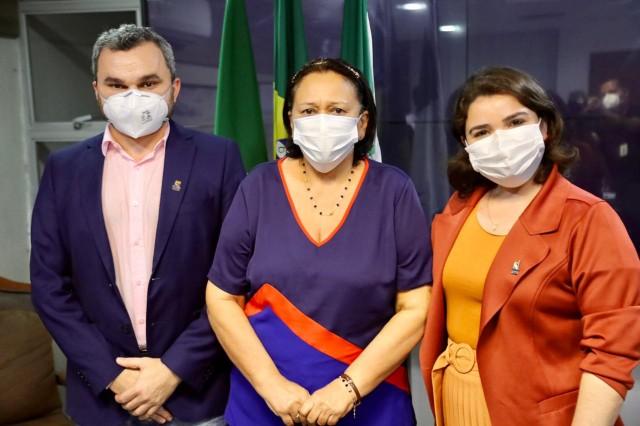 Professores Chico Dantas e Cicília Maia com a governadora: nomeação (Foto: Sandro Menezes)