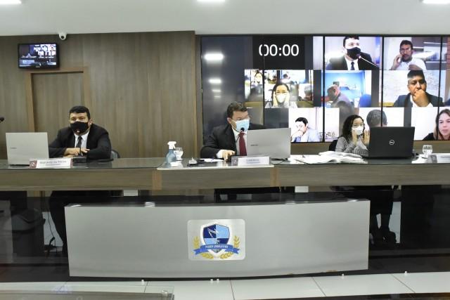 Sessão híbrida (presencial e virtual) aconteceu nessa terça-feira (Foto: Edilberto Barros)