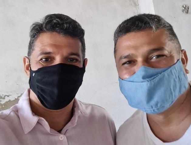 O ex-vereador Alex Moacir posou com Beto Rosado em visita ao QG do rosalbismo Foto: redes sociais)