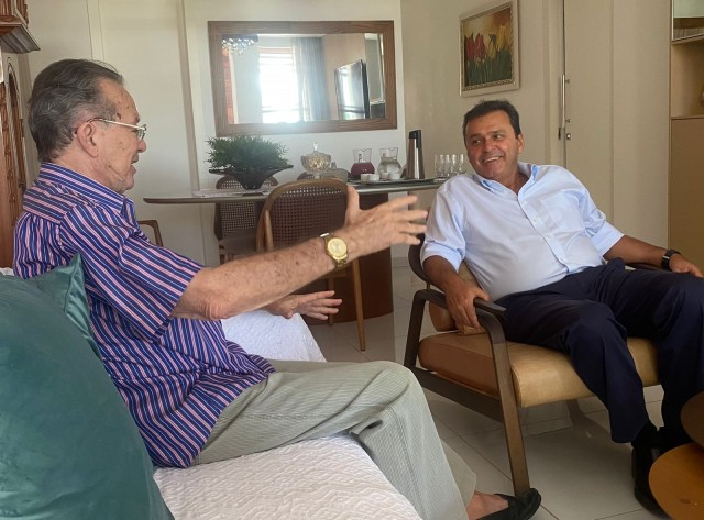 Anchieta recebeu Carlos Eduardo Alves em sua casa, em Mossoró, num bate-papo recheado de história (Foto: cedida)