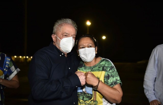 Fátima Bezerra recepcionou o ex-presidente em sua chegada ao RN (Foto: Elisa Elsie)