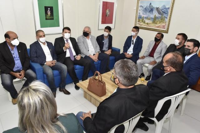 Delegação de parlamentares esteve nessa quarta-feira na CMM (Foto: Edilberto Barros)