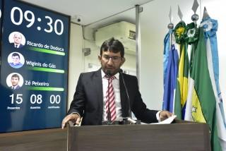 Zé Peixeiro está insatisfeito (Foto: Edilberto Barros)