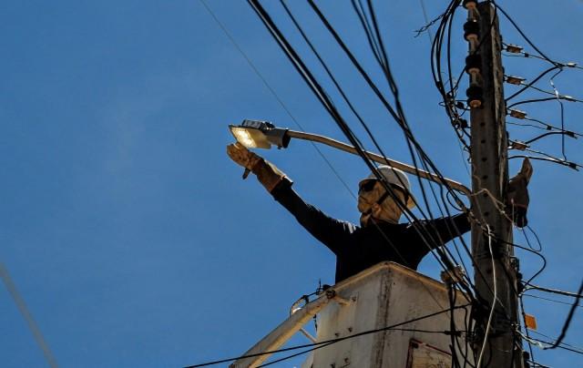 A troca de luminárias vai proporcionar também uma enorme redução no custo final de energia à PMM (Foto: PMM)