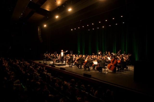 Orquestra volta aos palcos com acesso limitado na plateia (Foto: Brunno Martins)