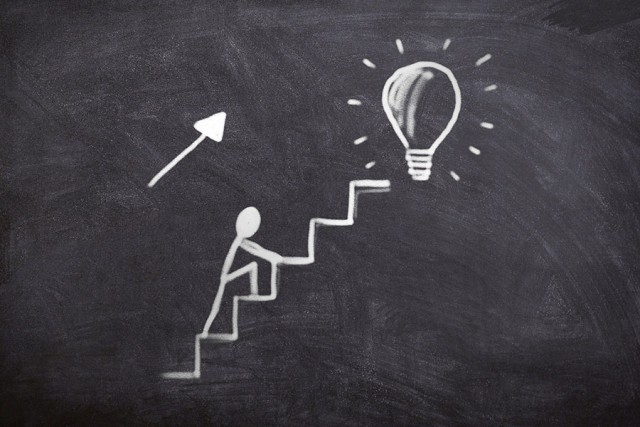 Passo à frente, subir, escada, esforço, seguir